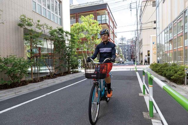 画像: 街中で高い視点を確保しやすいアップライトな姿勢が取れる。