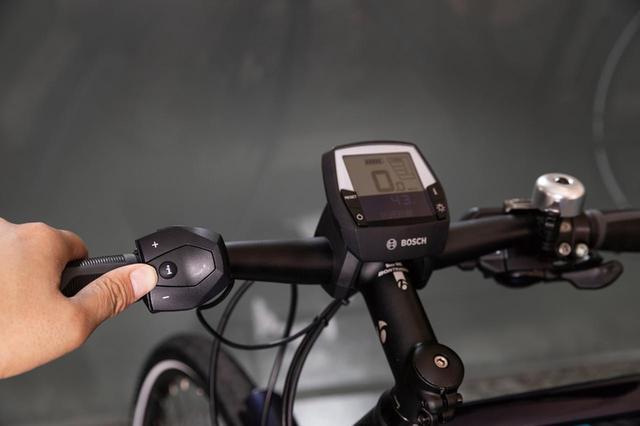 画像: ディスプレイと連動したスイッチは、ライド中でも直感的な操作が可能だ。