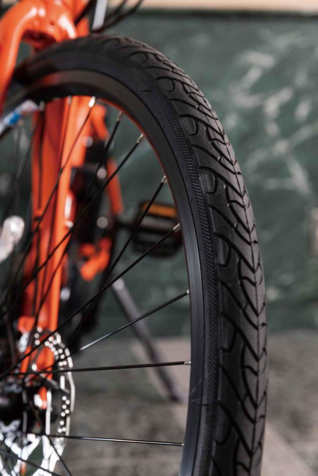 画像: 走破性重視のタイヤ幅38Cの太さが、路面からの振動を吸収する。