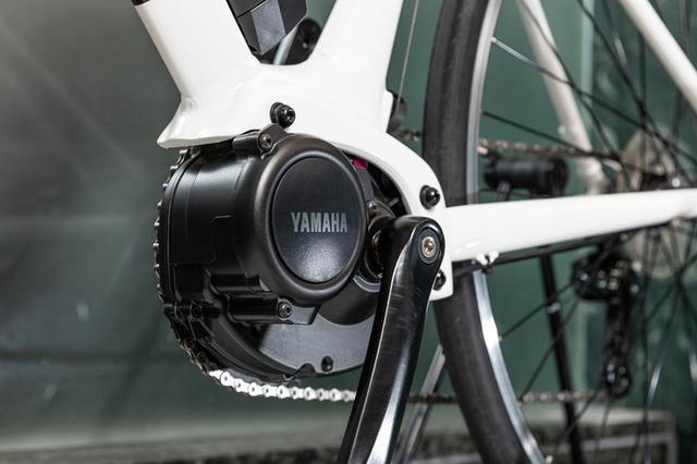 画像: バイクの軽量化に貢献するヤマハ独自の小型ドライブユニットを採用。
