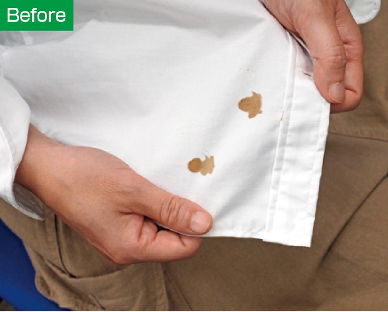 画像: シャツについたしょうゆ。おしぼりで叩いてもなかなか取れない……。