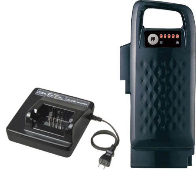 画像: バッテリーの重量は、約1.9キロと軽い。充電器も従来よりぐっとコンパクトになり、持ち運びしやすい。