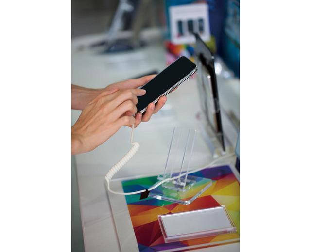 画像: 処理性能や通信速度などは、店頭に置かれている実機だと確認しづらい。ディスプレイの見え方や、カメラの写り方など、体験しなければわからない点をチェックしよう。