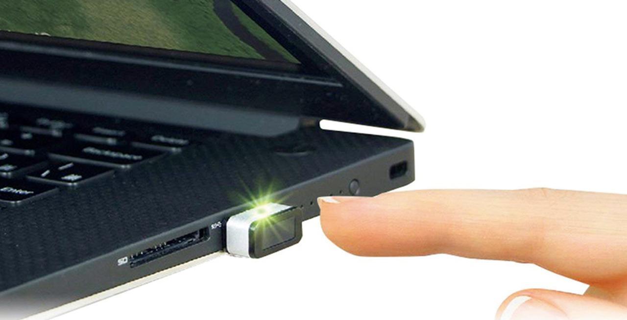 画像: USB接続タイプの指紋認証センサー。わずか0.15秒の高速読み取りが可能で、指をタッチするだけでサインインを実行できる。