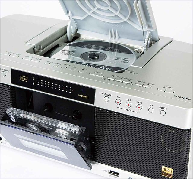 画像: カセットデッキは録・再対応で、タイマー機能も装備。再生は、ノーマルテープだけでなくハイポジションにもスイッチ切り替えで対応する。