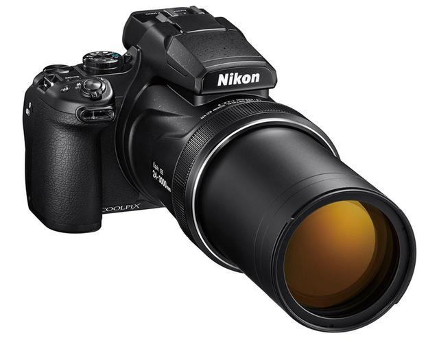 画像: 広角端でも大柄だが、レンズがぐっと繰り出す望遠端の全長は、310ミリ(実測値/レンズフード含まず)にもなる。有効1605万画素センサーで4K動画の撮影にも対応。 ●サイズ/幅146.3××高さ118.8㎜×奥行き181.3㎜●重量/1415g(電池、メモリーカードを含む)