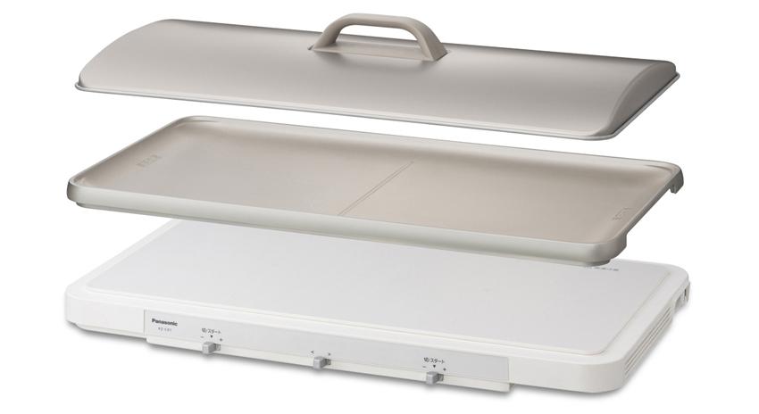 画像: IHヒーター内蔵の本体と、シャンパンゴールドの専用プレートがセットになった新製品。新開発のターボファンで薄型化に成功し、テーブルになじむスマートなデザインを実現。