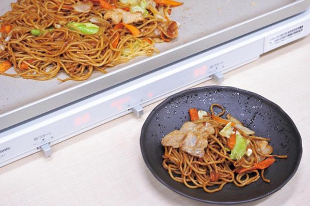 画像: 麺と具材を混ぜて、味付けをしたら完成。野菜のシャキシャキ感が残っていて、完成度高し!
