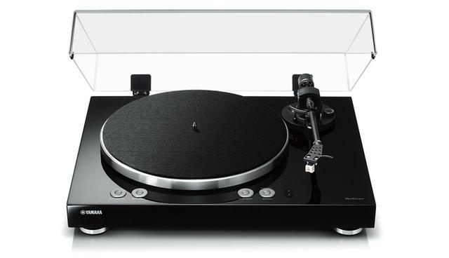 画像: ヤマハから27年ぶりに発売となるターンテーブルは、レコード再生だけなく、ハイレゾ音源の再生や独自のネットワーク機能「MusicCast」に対応する超多機能モデルだ。 Wi-Fi Bluetooth PCM 192/24 DSD 5.6MHz