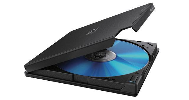 画像: 精度の高い信号読み取りを実現する独自技術「PureRead3+」を搭載したUHD BD対応BD/DVD/CDドライブ。コンパクトながらUHD BDの再生に対応するほか、USB Type-C接続もできるなど、最新の機能を備える。