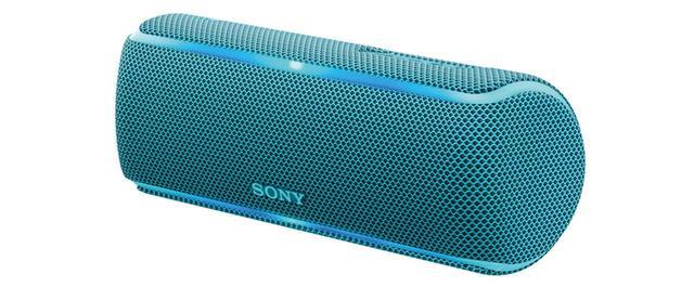 画像: IP67の高度な防水・防塵仕様で、風呂や浜辺でも安心して利用できる。ファブリック地で覆われた本体は耐久性にも優れ、アウトドアグッズのよう。本体はブルーなど5色展開。