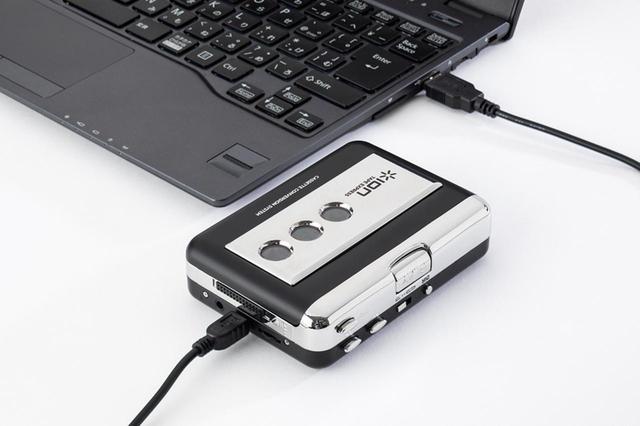 画像: mini USBケーブル(本機に付属)を使って、パソコンと接続する。