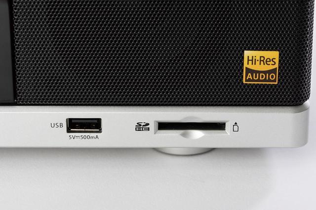 画像: USBメモリーとSDカードに対応。FLACなどのハイレゾに加え、MP3の再生が可能だ。カセットなどのソースを、MP3で録音することもできる。