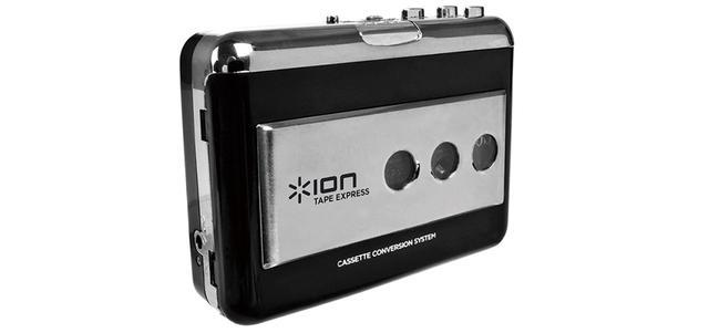画像: USB(mini USB)を装備し、パソコンに接続してWAVファイル録音ができる、ポータブルカセットプレーヤー。Windows用、Mac用のデジタル録音アプリ「EZ Vinyl/Tape Converter」が付属する。