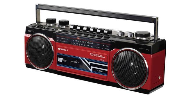 画像: '80年代に大流行した横長コンパクトラジカセを模した、デジタルオーディオ対応のラジカセ。ラジオ(ワイドFM対応)、カセットテープのほか、USBメモリーとSDカードに保存したMP3ファイルの再生が可能。ブルートゥースにも対応しており、スマホの音楽などを本機で聴ける。 ●受信周波数/AM、FM●ブルートゥース/Ver.4.2(BLE)とVer.2.1+EDRに対応、対応プロファイル:A2DP、AVRCP、対応コーデック:SBC●USB・SD再生可能フォーマット/MP3●電源/AC 100V、単1電池×6●サイズ/幅317㎜×高さ115㎜×奥行き95㎜●重量/約1.2㎏