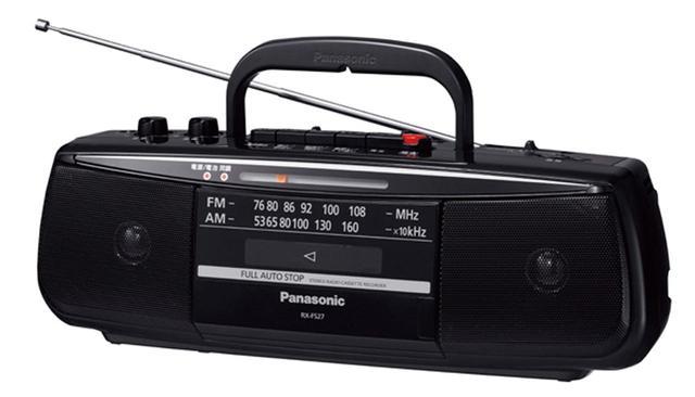 画像: AM/FMラジオと、カセットデッキを搭載したシンプルなラジカセ。ラジオは、ワイドFM対応のデジタルチューナー。カセットは、ノーマルテープにのみ対応。電池駆動もでき、単2電池6本で約9時間の再生が可能。