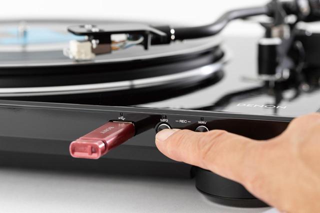 画像: 録音フォーマットを選択し、RECボタンを押す。WAVなら、あとでCD化できる。