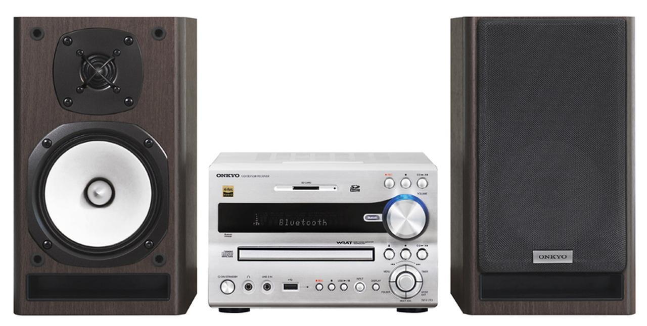 画像: 今年で20周年を迎えた定番モデル、FRシリーズの最新機だ。SDカードなどへの録音機能を持つなど、古きよきミニコンポの機能性を継承する。半面、ネットワーク機能を持たないなど、古さもやや感じる。 サイズ CDレシーバー:幅21.5㎝×高さ14.2㎝×奥行き34.8㎝ スピーカー:幅16.35㎝×高さ28.15㎝×奥行き26.8㎝、重量 CDレシーバー:4.8kg スピーカー:3.6㎏(1台)、実用最大出力 26W+26W(4Ω) ドライブ:CD CD-R/RW、ラジオ:AM/FM ワイドFM、対応ハイレゾ:PCM 96/24、ブルートゥース:SBC