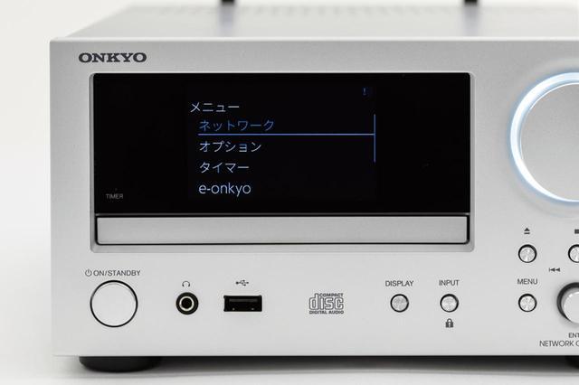 画像: 日本語表示対応の大型ディスプレイを採用。選曲などもしやすいので、操作も快適に行えた。