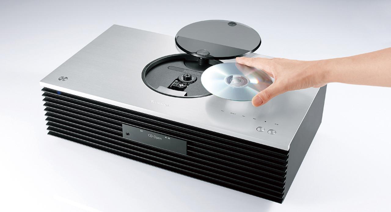 画像: 上面のCDドライブはトップローディング方式。回転するディスクが見えるデザインは、今では貴重だ。