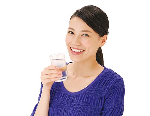 画像: ③ ふたやラップをして、冷蔵庫で8~12時間ほどおいたら完成。オクラを取り出して飲む。