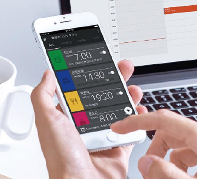 画像: スマホの専用アプリやパソコンのウエブブラウザーから、いつでもどこでも簡単にアラームを設定することができる。