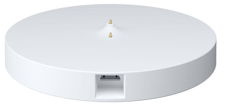 画像: 別売の専用スタンド(5270円)は、本体付属のUSBケーブルやACアダプターと色がそろっており、見た目もスマートに充電できる。