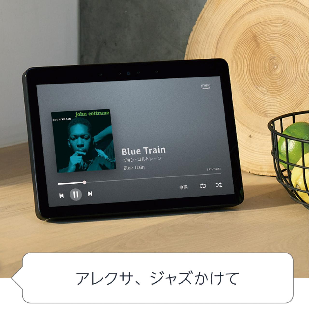 画像: Dolbyプロセッシング搭載のスピーカーは音楽を楽しむにも向く。大画面スクリーンはタッチ操作にも対応。家電との連係に便利なスマートホームハブ機能も備えている。