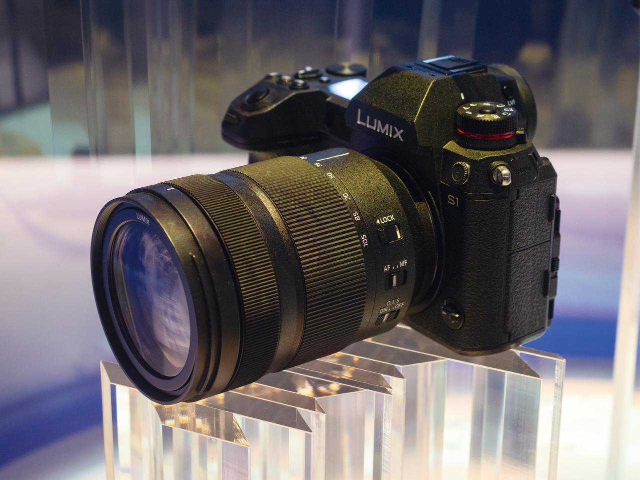 画像: パナソニックは3社統一の新規格となるLマウントで、フルサイズミラーレスに参入することを発表。写真はLマウント採用のミラーレス製品の試作機。