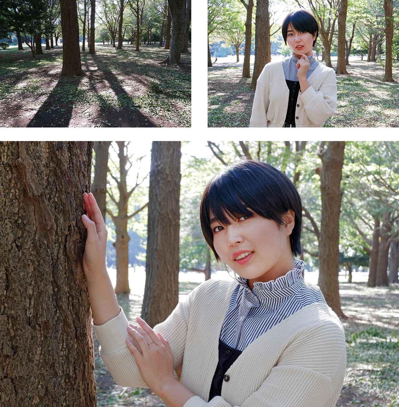 画像: 公園内のイチョウの一角。午後の逆光を生かして、輪郭部が輝く人物を撮りたい。立ってもらうだけでは単調なので、一本の木に寄り添ってもらい、ポーズに変化をつけた。