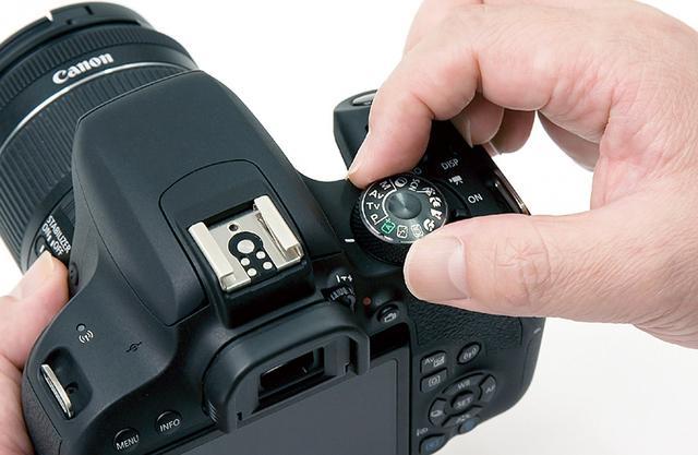 画像: 一眼カメラの多くは、撮影モードをダイヤルで変更できる。一つずつ試してみるといいだろう。