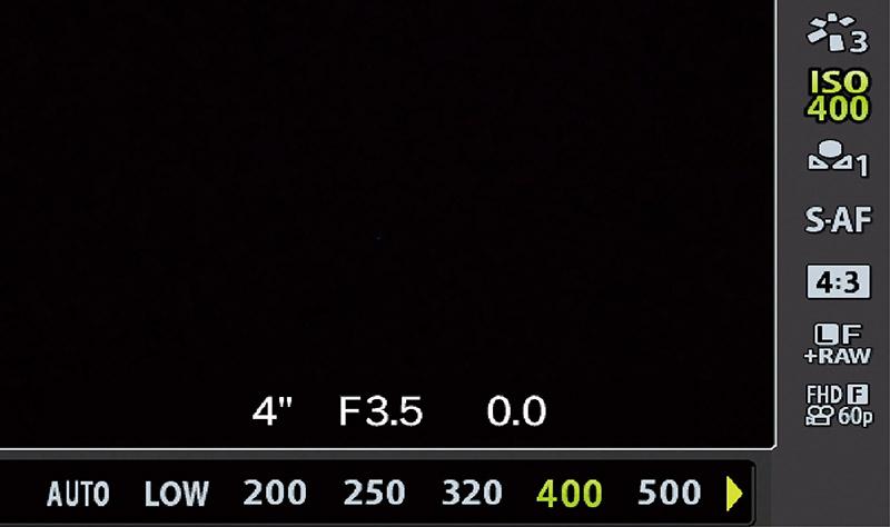 画像: 「ISO」と書かれたボタンを押し、画面を見ながら調整。ISO100~800くらいならノイズが目立たないが、それ以上の感度にする場合は注意が必要。