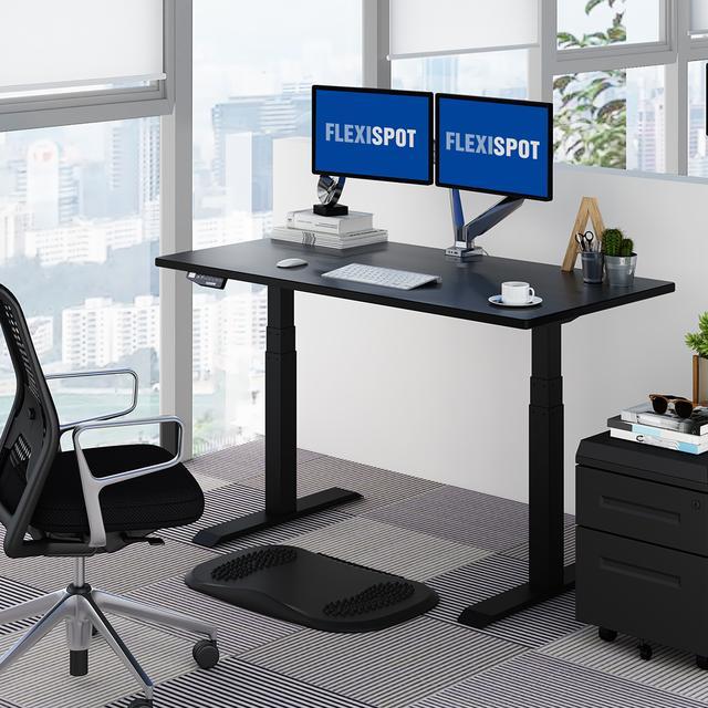 画像1: 座ったり立ったりをくり返せる電動昇降デスク
