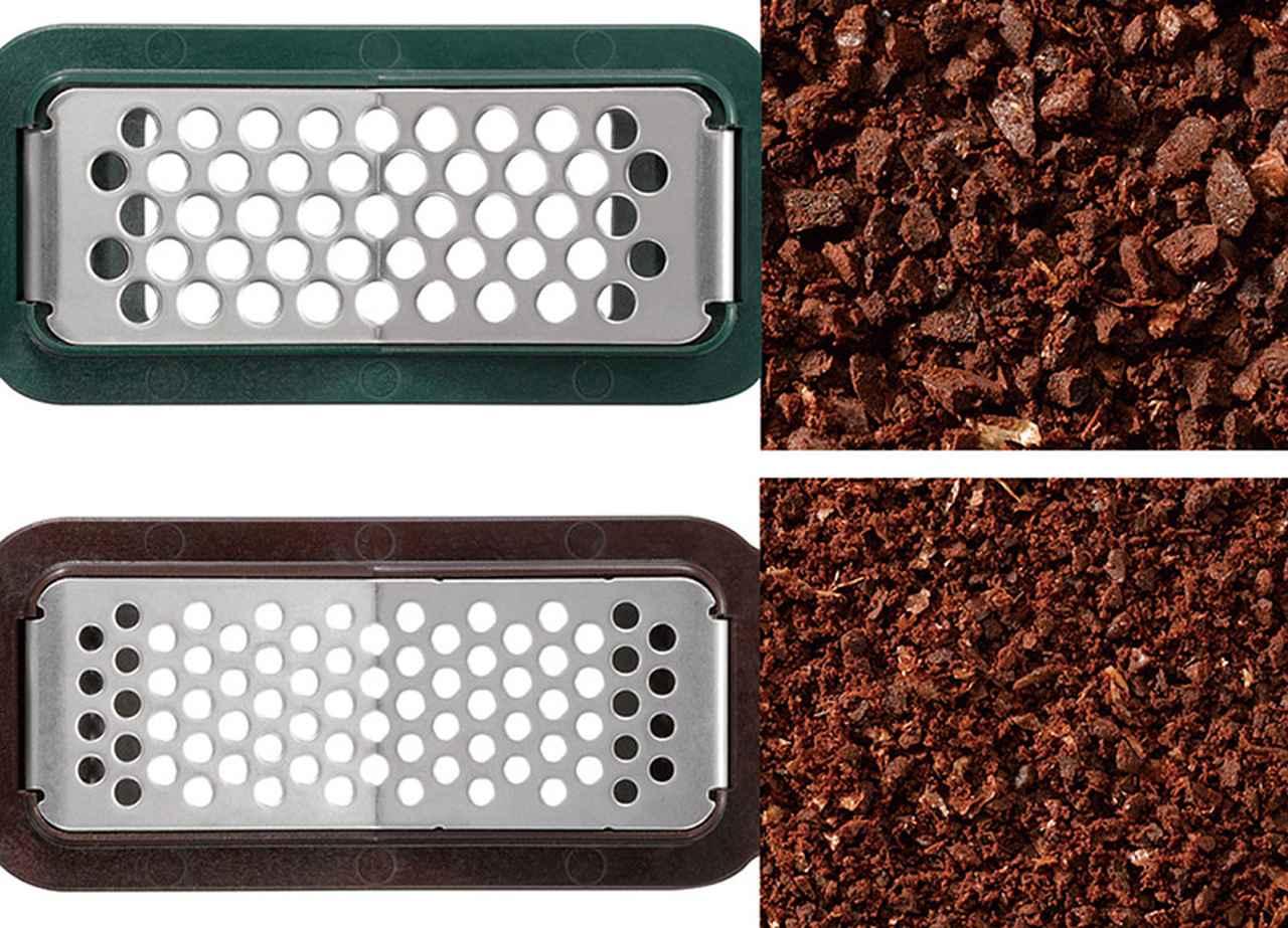 画像: メッシュフィルターは粗挽き(上)/中細挽き(下)の2種類が付属。粗挽きを使うと、渋みが少なくなり、アイスコーヒーにはこちらが向く。