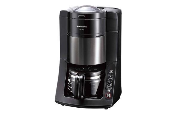 画像: 豆挽きから抽出までできる全自動タイプのコーヒーメーカー。沸騰させたお湯を活性炭フィルターに通して浄水する。デカフェ豆もおいしく作れる専用モードがある。SPEC●消費電力/800W●サイズ/幅220㎜×高さ345㎜×奥行き245㎜●重量/3.0kg●カップ数(容量)/5カップ(670mL)