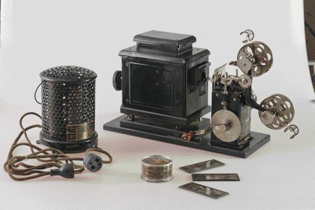 画像: エジソン ホームキネトスコープ(所蔵:国立科学博物館)。