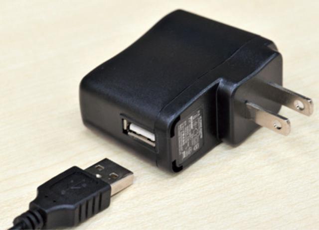 画像: 2時間半の充電で、プラズマクラスターを最長で45分間放出。USB経由でも充電が可能。