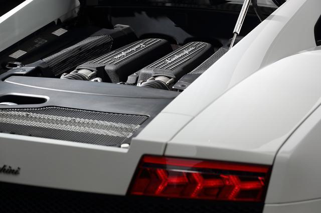画像: ランボルギーニ・ガヤルドLP560-4は560馬力の5.2L V10エンジンを搭載した4WDのスーパーカー。これもレンタルOK。