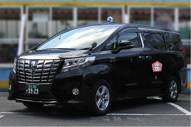 画像: 車両は、最大6名乗ることができるワゴンタイプの車両の「トヨタアルファード」「トヨタエスクァイア」、次世代タクシーの「トヨタJPN TAXI(ジャパンタクシー)」、パノラマルーフ仕様の「トヨタプリウスα」から選択できる。
