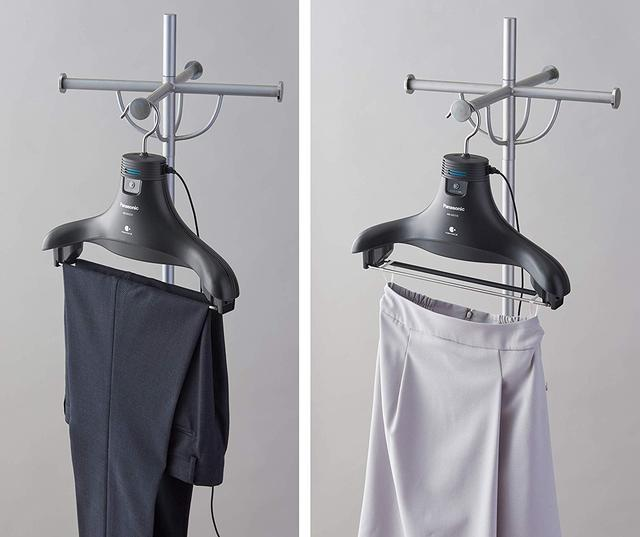 画像: 内側に空間ができ、「ナノイーX」がしっかり浸透。内股の部分をしっかり脱臭できる。スカートの裏地についているひもをつり下げバーにかけて使用することもできる。