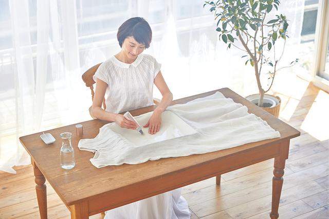 画像: 使用の際は汚れ部分に水をつけ、先端でゆっくりなぞればOK。力がいらず、快適に使える。