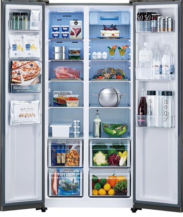 画像: 2ドアの大型冷蔵庫もある。