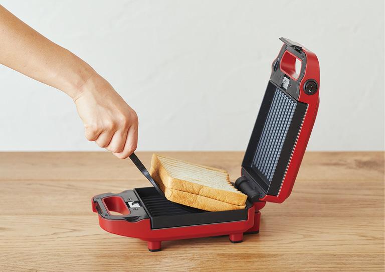 画像: 取り出すときは付属のスクーパーを使用。こんがりとしたストライプの焼き目が食欲をそそる。