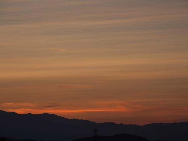 画像: ピクチャーモードを「風景」に変更したもの。夕焼け空の色がさらに濃くなって、より鮮やかに再現できる。