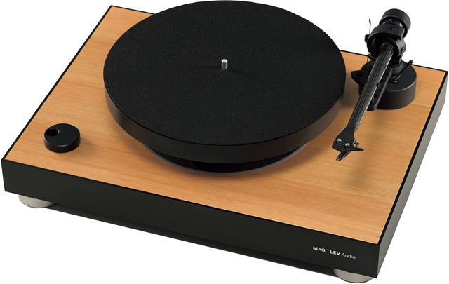 画像: トーンアームは、Pro-Ject Audio製の「9cc」。ortofon製カートリッジも付属する。