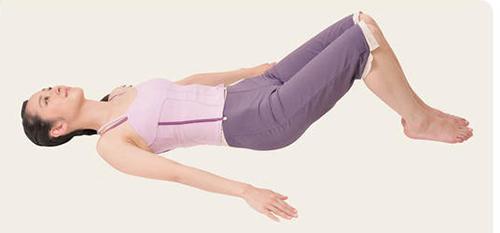 画像: ①あおむけに寝て、ひざを立てる。