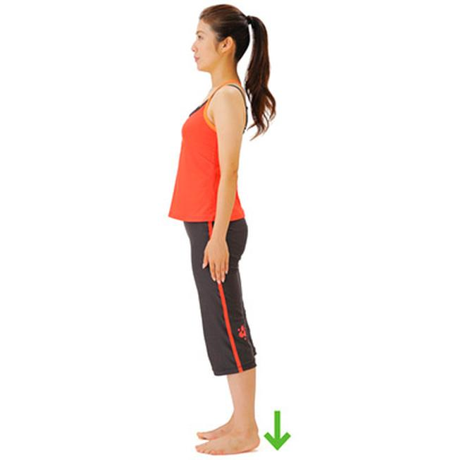 画像: ③両足のかかとを床にストンと下ろす。 ※これを食事終了後5分以内に、30回を目安に行う。
