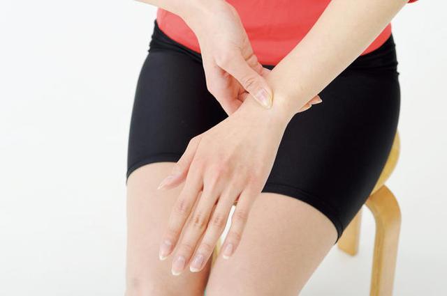 画像: 【自分で治せる】腱鞘炎やバネ指は「手首押し」で改善すると医師が解説
