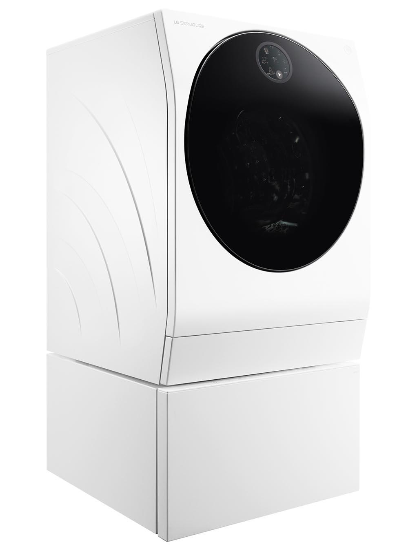 画像: 大小二つの洗濯槽を重ねて二層にしたドラム式洗濯乾燥機。「大小」「色物/白」「アウター/インナー」といった分け洗いを、二つの洗濯槽でできる。徹底した低騒音設計のDDモーターと、四つの独自機構によって騒音・振動を軽減。実売価格例は、49万4640円。