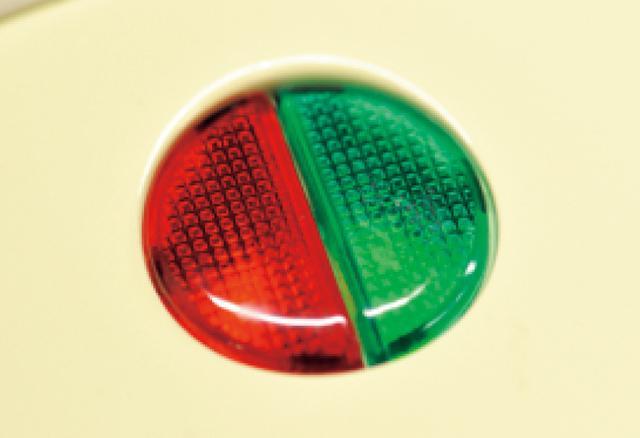 画像: 赤のランプがつくと通電、緑のランプは予熱完了のサイン。